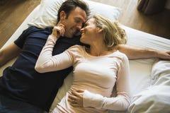 Ευτυχία αγάπης ζεύγους μαζί για πάντα Στοκ Φωτογραφία