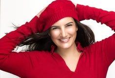 Ευτυχία. Χαρούμενο χειμερινό κορίτσι στο κόκκινο με μια υγεία στοκ φωτογραφία με δικαίωμα ελεύθερης χρήσης
