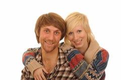 ευτυχείς αγκαλιάζοντας νεολαίες ζευγών Στοκ Εικόνες