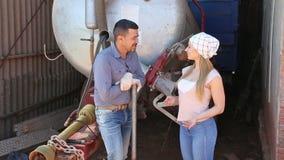 ευτυχείς αγρότες που έχουν ένα κενό απόθεμα βίντεο