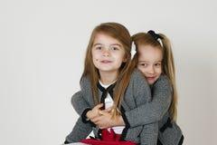 Ευτυχείς αδελφές Στοκ εικόνα με δικαίωμα ελεύθερης χρήσης