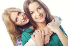 ευτυχείς αδελφές Στοκ φωτογραφία με δικαίωμα ελεύθερης χρήσης