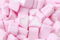 ευτυχείς βαλεντίνοι ημέρ γυναίκα θέματος σκιαγραφιών ανδρών αγάπης Ρόδινες γλυκές marshmallow καρδιές Ανασκόπηση ημέρας βαλεντ στοκ εικόνες με δικαίωμα ελεύθερης χρήσης