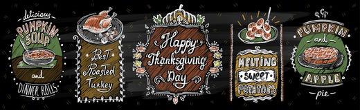 Ευτυχείς επιλογές πινάκων κιμωλίας ημέρας των ευχαριστιών με τα κλασικά πιάτα απεικόνιση αποθεμάτων