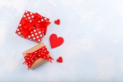 ευτυχείς καρδιές ημέρας καρτών που αγαπούν το βαλεντίνο του s δύο Στοκ φωτογραφίες με δικαίωμα ελεύθερης χρήσης