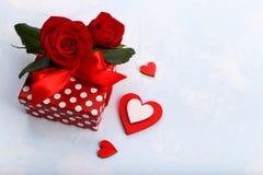 ευτυχείς καρδιές ημέρας καρτών που αγαπούν το βαλεντίνο του s δύο Στοκ Εικόνα