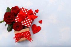 ευτυχείς καρδιές ημέρας καρτών που αγαπούν το βαλεντίνο του s δύο Στοκ φωτογραφία με δικαίωμα ελεύθερης χρήσης