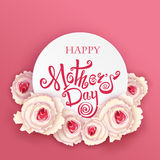 ευτυχείς μητέρες ημέρας Χειροποίητη καλλιγραφία και τριαντάφυλλα Στοκ φωτογραφίες με δικαίωμα ελεύθερης χρήσης