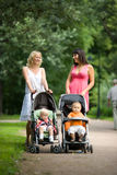 ευτυχείς μητέρες Στοκ εικόνες με δικαίωμα ελεύθερης χρήσης