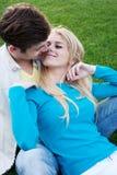ευτυχείς νεολαίες αγάπης ζευγών Στοκ φωτογραφία με δικαίωμα ελεύθερης χρήσης