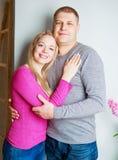ευτυχείς νεολαίες ζευγών Στοκ εικόνα με δικαίωμα ελεύθερης χρήσης