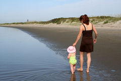 ευτυχείς νεολαίες μητέρων κορών στοκ εικόνες
