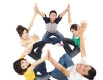 ευτυχείς νεολαίες ομάδας στοκ εικόνα με δικαίωμα ελεύθερης χρήσης