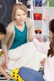 ευτυχείς νεολαίες δα&sig Στοκ εικόνα με δικαίωμα ελεύθερης χρήσης