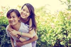 ευτυχείς νεολαίες ζευγών Στοκ φωτογραφίες με δικαίωμα ελεύθερης χρήσης