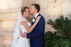 Ευτυχείς νύφη και νεόνυμφος στο γάμο τους Στοκ Εικόνες