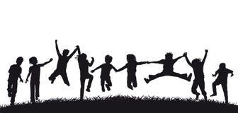 Ευτυχείς σκιαγραφίες παιδιών άλματος Στοκ Εικόνα