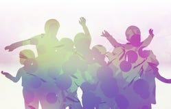 Ευτυχείς σκιαγραφίες παιδιών που χορεύουν από κοινού Στοκ Εικόνες