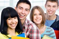 ευτυχείς σπουδαστές Στοκ φωτογραφία με δικαίωμα ελεύθερης χρήσης
