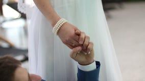 Ευτυχείς στιγμές newlyweds απόθεμα βίντεο