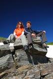 Ευτυχείς τουρίστες στο βράχο Στοκ Φωτογραφία
