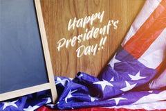 Ευτυχείς τυπογραφία ημέρας Προέδρου ` s και σκηνή ΑΜΕΡΙΚΑΝΙΚΏΝ σημαιών Στοκ Φωτογραφίες
