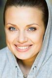 ευτυχείς χαμογελώντας νεολαίες γυναικών στοκ εικόνες