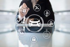 Ευφυές αυτοκίνητο, όχημα AI, έξυπνη κάρτα Σύμβολο του αυτοκινήτου και του εικονιδίου Σύγχρονη ασύρματη επικοινωνία και έννοια IOT στοκ εικόνες