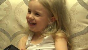 Ευφυής τηλεχειρισμός Τύπου μικρών κοριτσιών, μετατροπή καναλιών 4K UltraHD, UHD απόθεμα βίντεο
