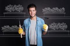 Ευχάριστα ελκυστικά εργαλεία κηπουρικής εκμετάλλευσης ατόμων Στοκ Φωτογραφία