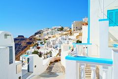 Ευχάριστη αρχιτεκτονική Santorini Κυκλάδες Ελλάδα του χωριού οδών Firostefani στοκ εικόνες