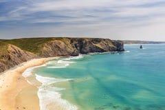 Ευχάριστη παραλία Arrifana, για το σερφ στην Πορτογαλία Στοκ Εικόνα