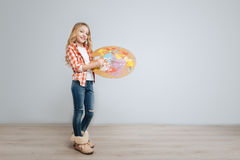 Ευχάριστη παλέτα χρώματος εκμετάλλευσης μικρών κοριτσιών Στοκ Εικόνα