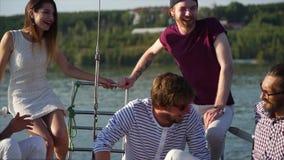 Ευχάριστο ταξίδι νερού με τους φίλους φιλμ μικρού μήκους