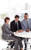 Ευχαριστημένος επιχειρηματίας σε μια συνεδρίαση στοκ φωτογραφία με δικαίωμα ελεύθερης χρήσης