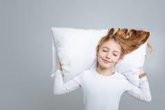 Ευχαριστημένος χαριτωμένος ύπνος κοριτσιών στοκ φωτογραφία με δικαίωμα ελεύθερης χρήσης