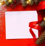 Ευχετήρια κάρτα διακοπών σχεδίου ή έμβλημα εποχής χειμερινής πώλησης  Chri στοκ φωτογραφίες