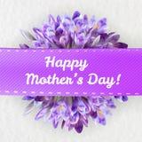 Ευχετήρια κάρτα ημέρας μητέρων με τα λουλούδια κρόκων Στοκ Φωτογραφία