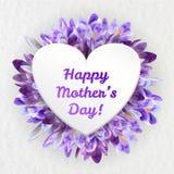 Ευχετήρια κάρτα ημέρας μητέρων με τα λουλούδια κρόκων Στοκ φωτογραφία με δικαίωμα ελεύθερης χρήσης