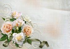Ευχετήρια κάρτα με τα τριαντάφυλλα και τους στροβίλους μαργαριταριών Στοκ φωτογραφία με δικαίωμα ελεύθερης χρήσης