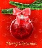 Ευχετήρια κάρτα με το χριστουγεννιάτικο δέντρο και ένα μπιχλιμπίδι Στοκ Εικόνα
