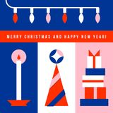 Ευχετήρια κάρτα με το χριστουγεννιάτικο δέντρο, τα φω'τα, το κερί και τα δώρα Στοκ Εικόνες