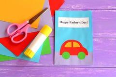Ευχετήρια κάρτα μπαμπάδων Ευχετήρια κάρτα ημέρας του ευτυχούς μπαμπά Επιθυμίες ημέρας του ευτυχούς πατέρα Χειροποίητες τέχνες εγγ Στοκ Φωτογραφία