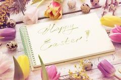 Ευχετήρια κάρτα Πάσχας με τις τουλίπες, τα αυγά, την ιτιά γατών και το mimosa Στοκ φωτογραφία με δικαίωμα ελεύθερης χρήσης