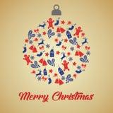 Ευχετήρια κάρτα Χριστουγέννων με τη σφαίρα Χριστουγέννων με τα μπλε και κόκκινα μικρά εικονίδια διακοσμήσεων στο υπόβαθρο και το  στοκ εικόνες με δικαίωμα ελεύθερης χρήσης