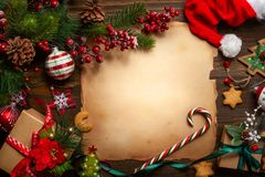 Ευχετήρια κάρτα Χριστουγέννων με το εκλεκτής ποιότητας έγγραφο για την επιστολή Santa Clau στοκ φωτογραφίες με δικαίωμα ελεύθερης χρήσης