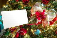 Ευχετήρια κάρτα Χριστουγέννων με το διάστημα, την κορδέλλα και το poinsettia αντιγράφων Στοκ Εικόνες