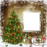Ευχετήρια κάρτα Χριστουγέννων με το χριστουγεννιάτικο δέντρο και τα δώρα Στοκ φωτογραφία με δικαίωμα ελεύθερης χρήσης