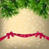 Ευχετήρια κάρτα Χριστουγέννων με το χριστουγεννιάτικο δέντρο και τις κορδέλλες Στοκ φωτογραφία με δικαίωμα ελεύθερης χρήσης