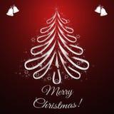 Ευχετήρια κάρτα Χριστουγέννων με το χριστουγεννιάτικο δέντρο και το σκούρο κόκκινο υπόβαθρο Στοκ Φωτογραφίες